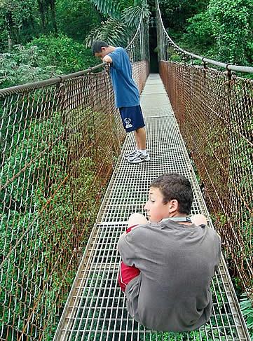 Hotel Arenal Kioro, La Fortuna - hanging bridge