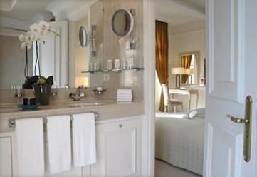 Bathroom suite, Hôtel Le Beauvallon