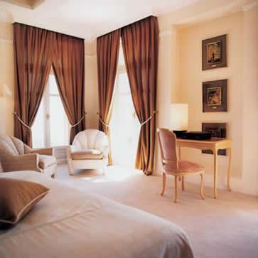 Bedroom suite, Hôtel Le Beauvallon