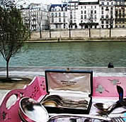 Paris, french lovers by the river - Photographer Corey Amaro