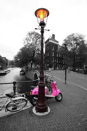 Amsterdam, pink vespa