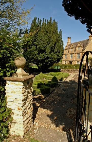 Cotswolds Manor, Shipston on Stour, England - gateway to manor