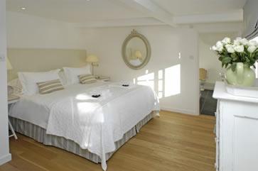 Waters Reach, Lerryn, Cornwall - bedroom