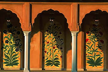 India, Agra, Hotel Oberoi Amarvilas arches