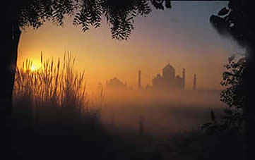 India, Agra, sunset over the Taj Mahal