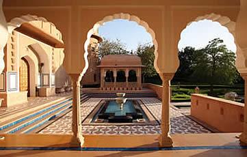 India, Jaipur, entrance view at the Oberoi Rajvilas Hotel
