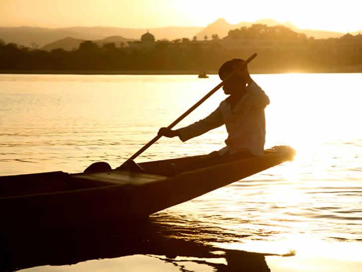 India, Udaipur, lake gondolier, photographer Steven Hummel
